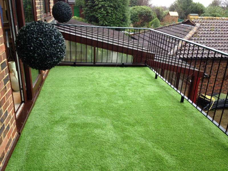 Grass balcony swanley artificial grass lawns and turf by for Balcony artificial grass