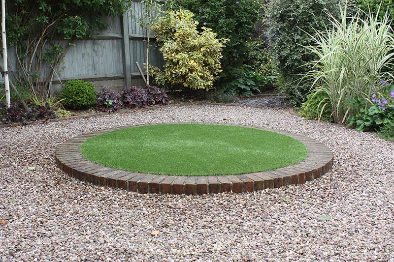 Garden features artificial grass lawns and turf by carrick for Garden features for small gardens